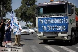 Truk Pembawa Batu Pembangunan kuil